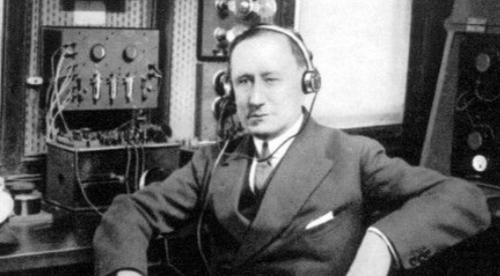 eerste radio voice over